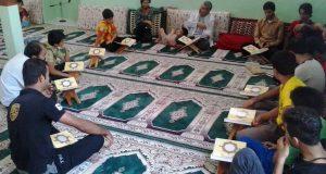 کلاس قرآن در مسجد